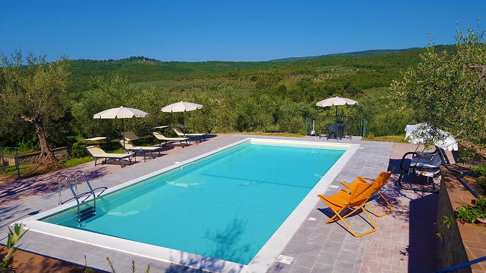 Affitto appartamento con piscina per vacanze in toscana for Piani di casa con spazio di vita all aperto