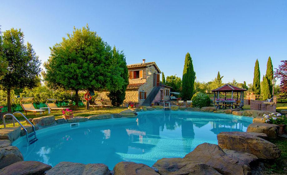 Affitto casa vacanze con piscina toscana arezzo for Piani di casa con spazio di vita all aperto